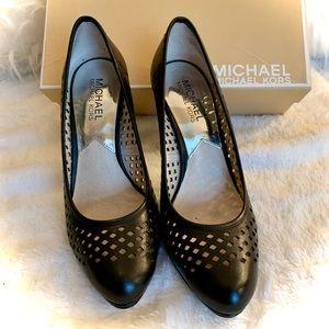 Michael Kors Florentine Pumps - Black sz 6